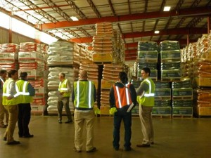 royal_4_wms_warehouse_workers_in_warehouse