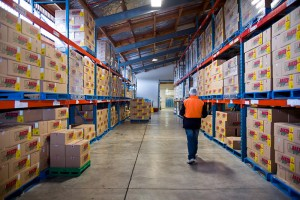 Royal_4_WMS_warehouse_worker_walks_aisle