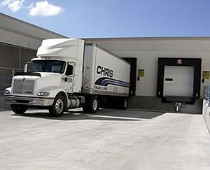 Royal_4_yard_management_truck_at_dock